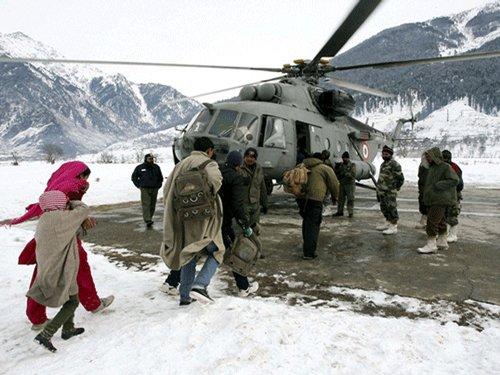 Army evacuates stranded tourists