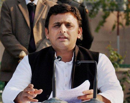Akhilesh defends Vadra, calls Modi a 'Model of Dividing India'