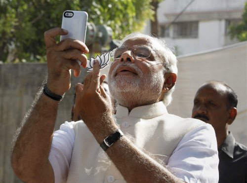 Modi selfie trends big on Twitter