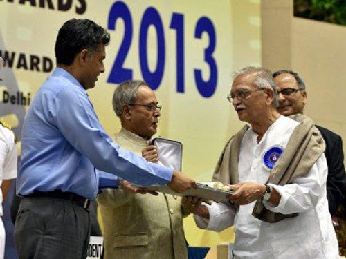 Gulzar receives Dada Saheb Phalke award