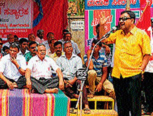CPM challenges Chief Minister to ban 'Pankthi bedha'