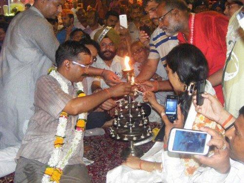 Kejriwal challenges Modi to open debate