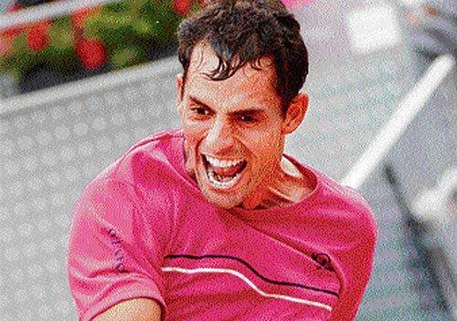 Nadal eases into semis; Murray shown door
