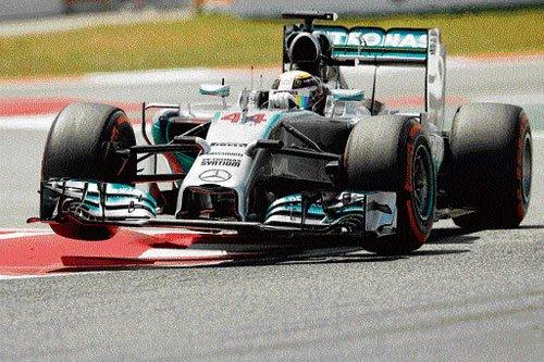 Hamilton takes fourth pole