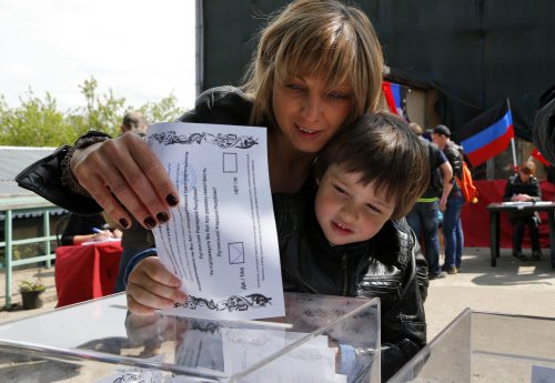 Clashes, chaos as Ukraine rebels hold self-rule vote