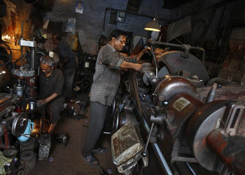 Industrial production remains negative, dips 0.5% in March