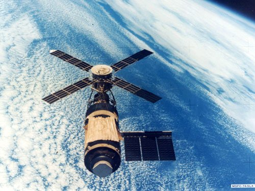 Russia rebuffs US on extending life of space station