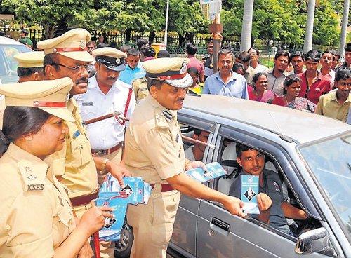 Cops educate car users on wearing seat belts