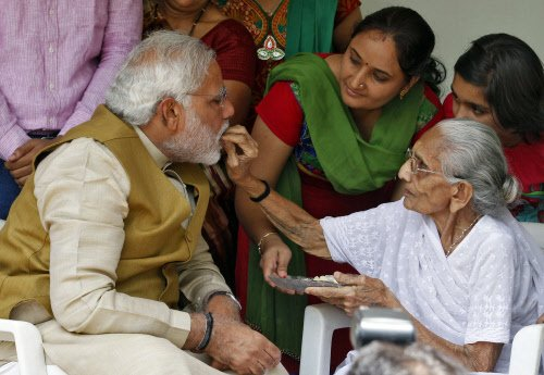 Modi takes mother's blessings before taking up PM's post