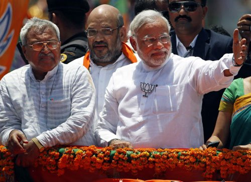 In victory, Modi reaches out to opposition Vadodara