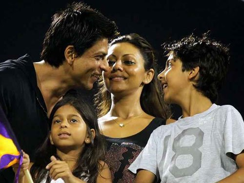 Movie Snippets: SRK's day out with his 'lil one'