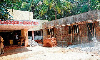Soon, lounge for visitors at city police stations