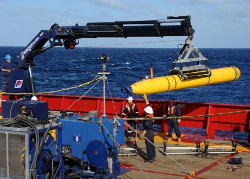 Chinese ship to map seabed in 'new phase' of MH370 search