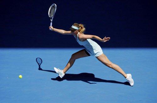 Sharapova has it easy, Nishikori bites the dust early