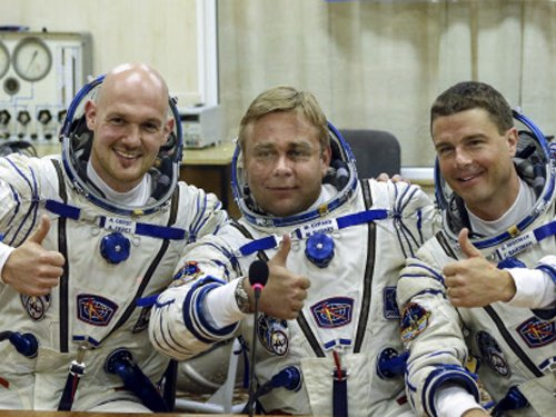 Russian, German and US astronauts dock with ISS