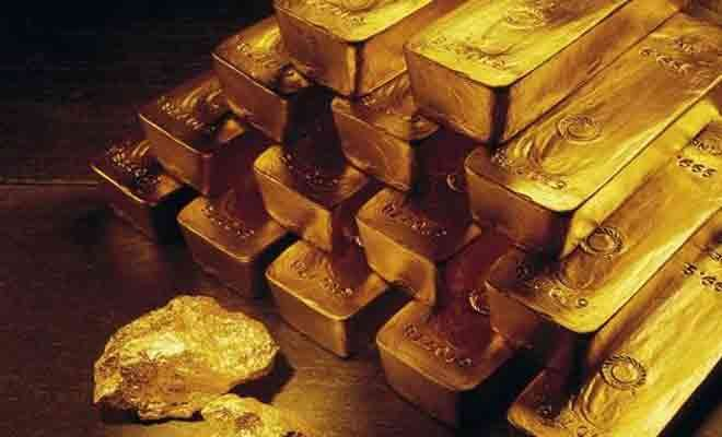 Gold rises on retail support, silver drops