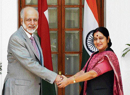 Sushma, Omani counterpart discuss Indian projects