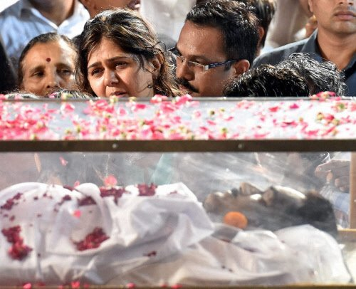 Munde's body brought home to Beed for last rites