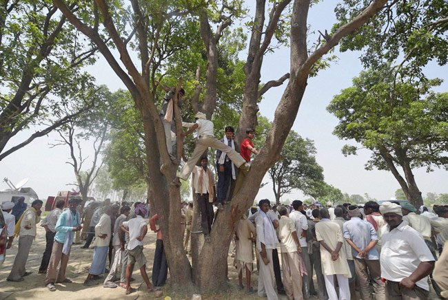Minor found hanging in UP village, father alleges rape