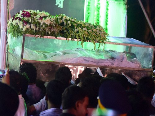 Tearful adieu to Munde, supporters turn violent