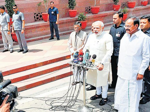 Tributes to Munde mark sombre start to 16th LS