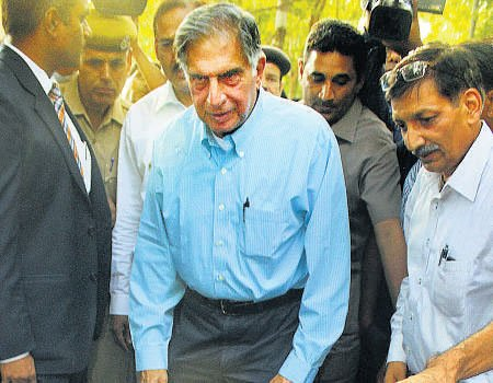 Ratan Tata meets Raje; to invest in healthcare