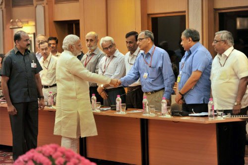 PM for direct link with govt secretaries