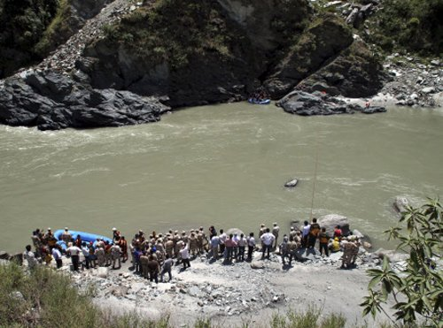 Beas tragedy: Rescuers battle strong rapids, low visibility