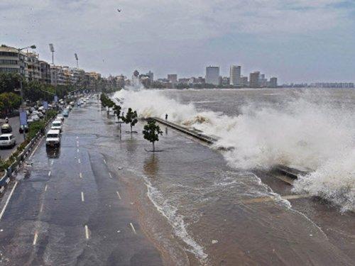 High tide alert: Mumbaikars warned against venturing near sea