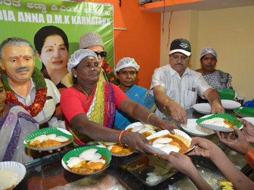 Guj govt team visits Amma canteen, to replicate model
