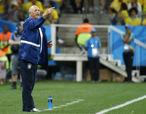 Scolari showers  praise on Neymar