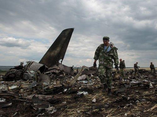 Ukraine: 49 dead as rebels down military plane
