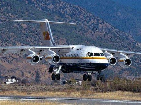 Flight makes emergency landing after windshield crack