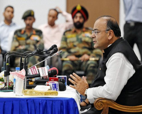 Defence minister visits LoC in Kashmir