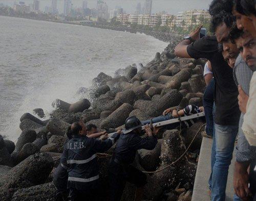 Youth killed as huge waves lash Mumbai shores