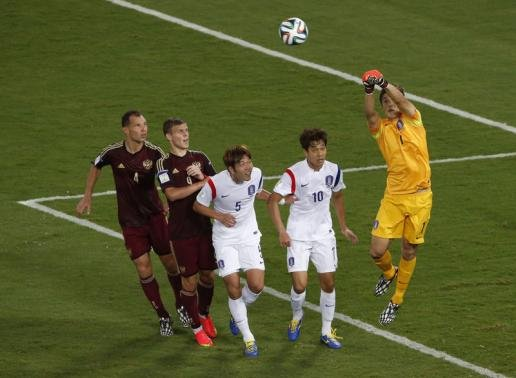 Russia and Korea draw 1-1 after goalie errors
