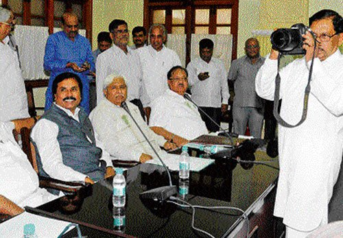 Cong legislators train their guns on ministers