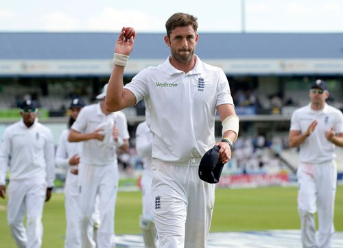 Plunkett and Broad dismiss Sri Lanka for 257