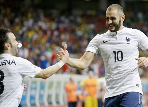 France poised for last 16 after Swiss rout