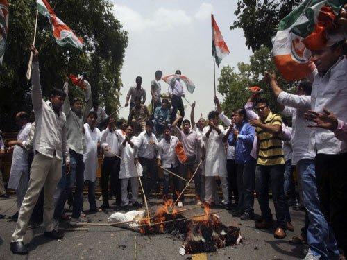 Congress protests in Delhi against rail fare hike