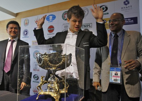 Carlsen first player to hold all three titles