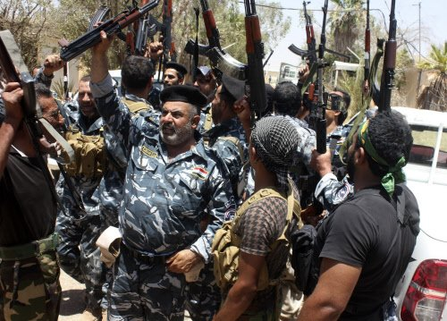 Militants seize more Iraq towns as US warns on spillover