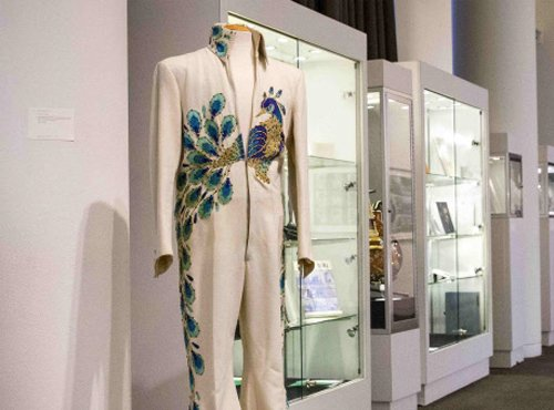 Elvis Presley's jumpsuit to go under the hammer