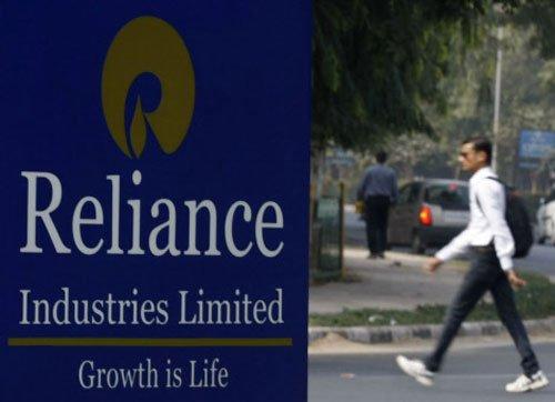 'RIL to invest Rs 30K cr in RJio in 2 yrs;biz credit negative'