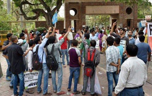 UGC cracks whip on DU, asks colleges to begin admissions