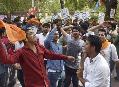 Students protest over university row, detained