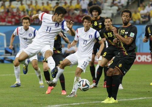 10-man Belgium send South Korea packing