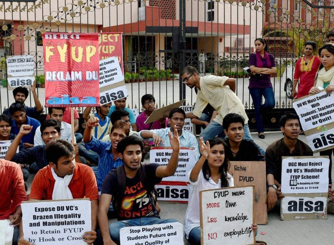 FYUP issue: DUTA, DU employees, student bodies stage protest