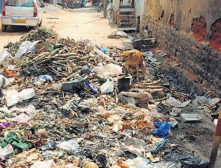 City markets raise a stink as garbage piles up