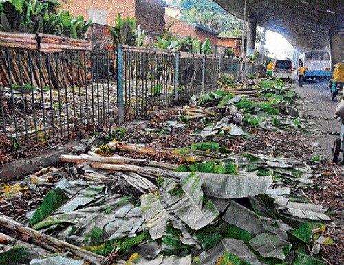 Post Dasara, vendors dump garbage in KR Market